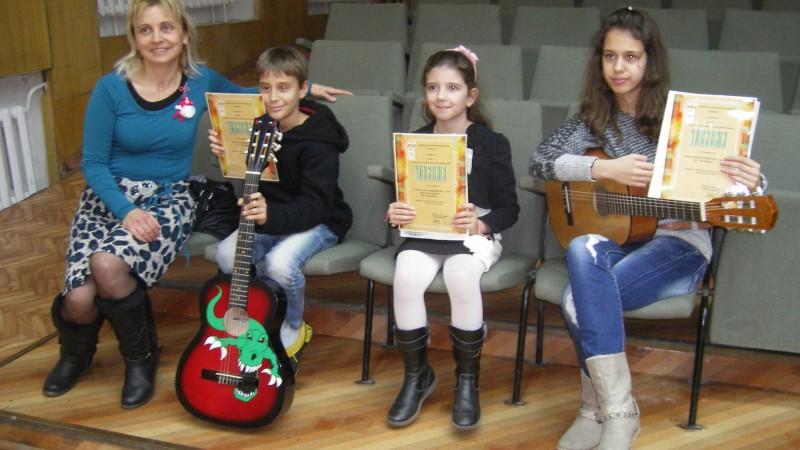 Детска музикална школа: китара, пиано, синтезатор, солфеж